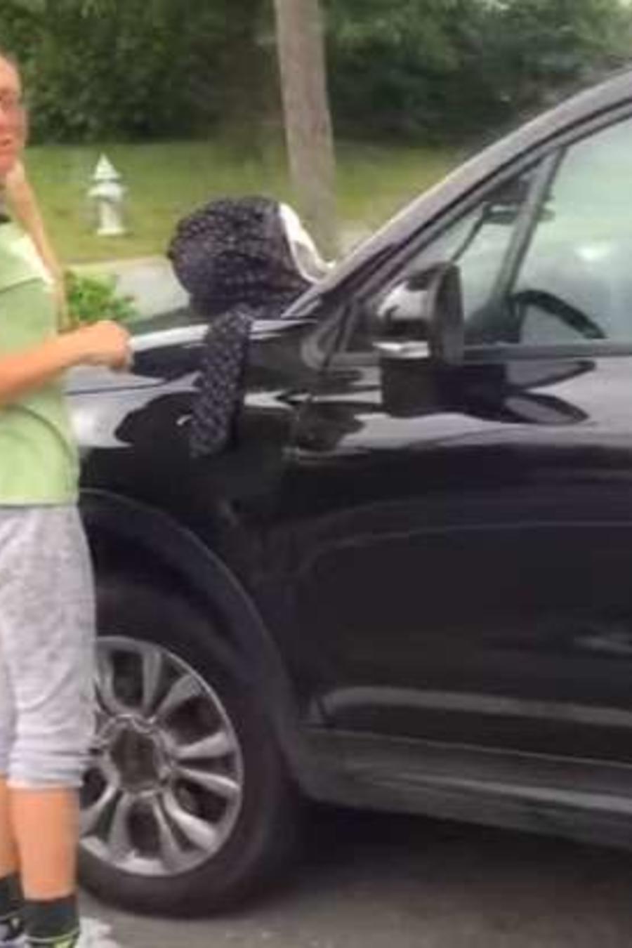 Mujer intenta pasar por desamparada pero tenía un auto de lujo
