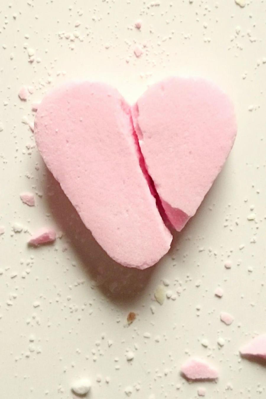 Dulce con forma de corazón, roto