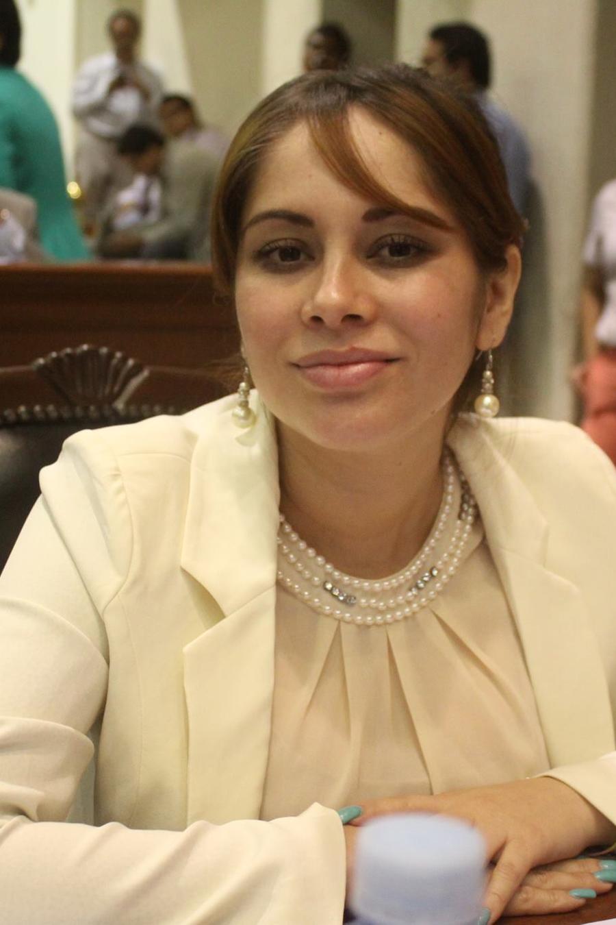 Lucero Guadalupe Sánchez López, en una foto de su página de Facebook como diputada local.