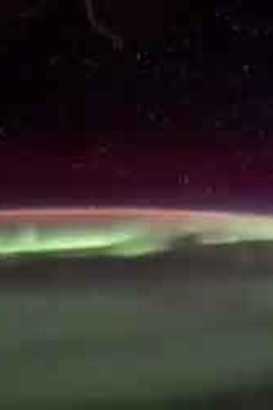 Imagen de una aurora boreal vista desde el espacio