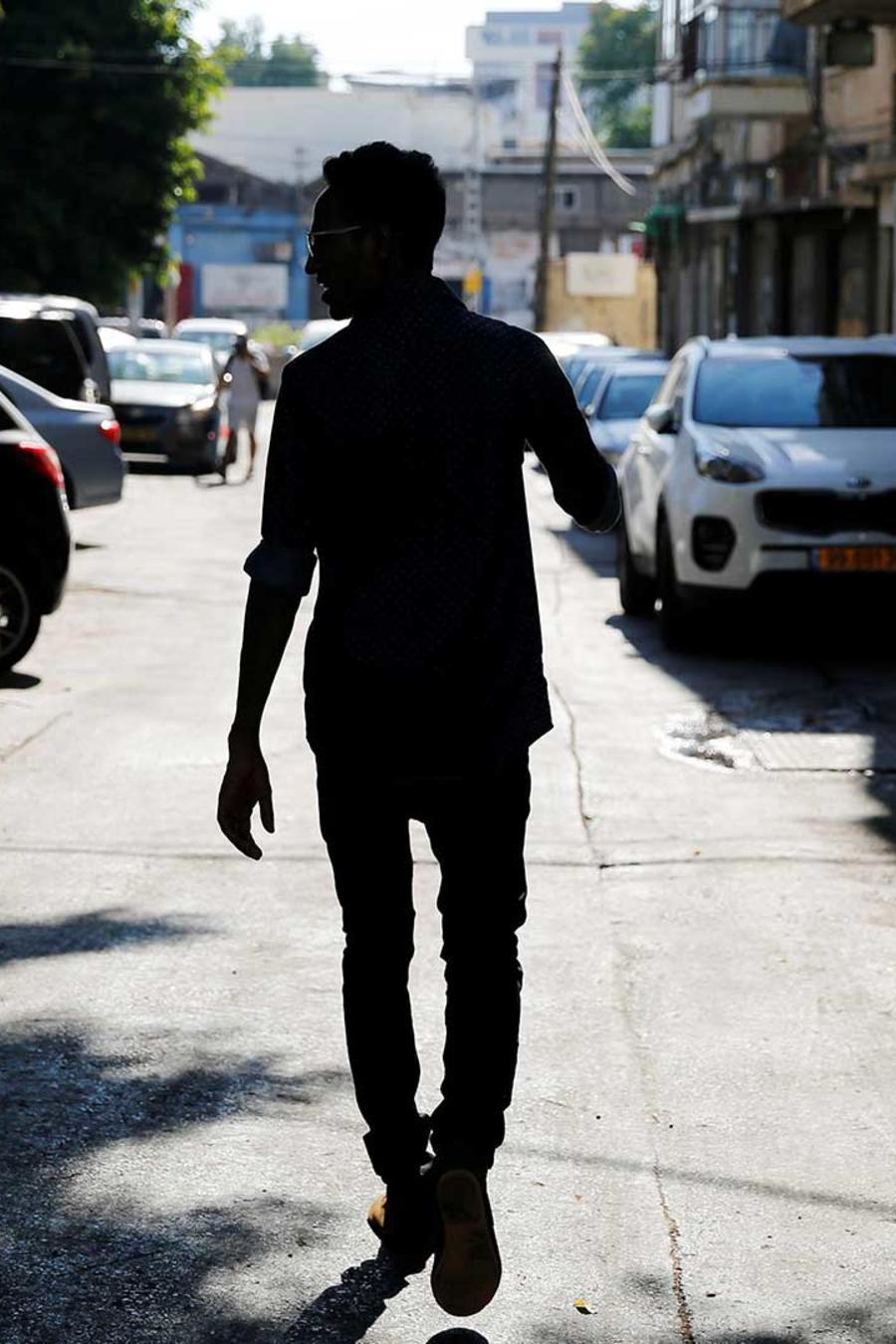 Foto de archivo: Silueta de un solicitante de asilo