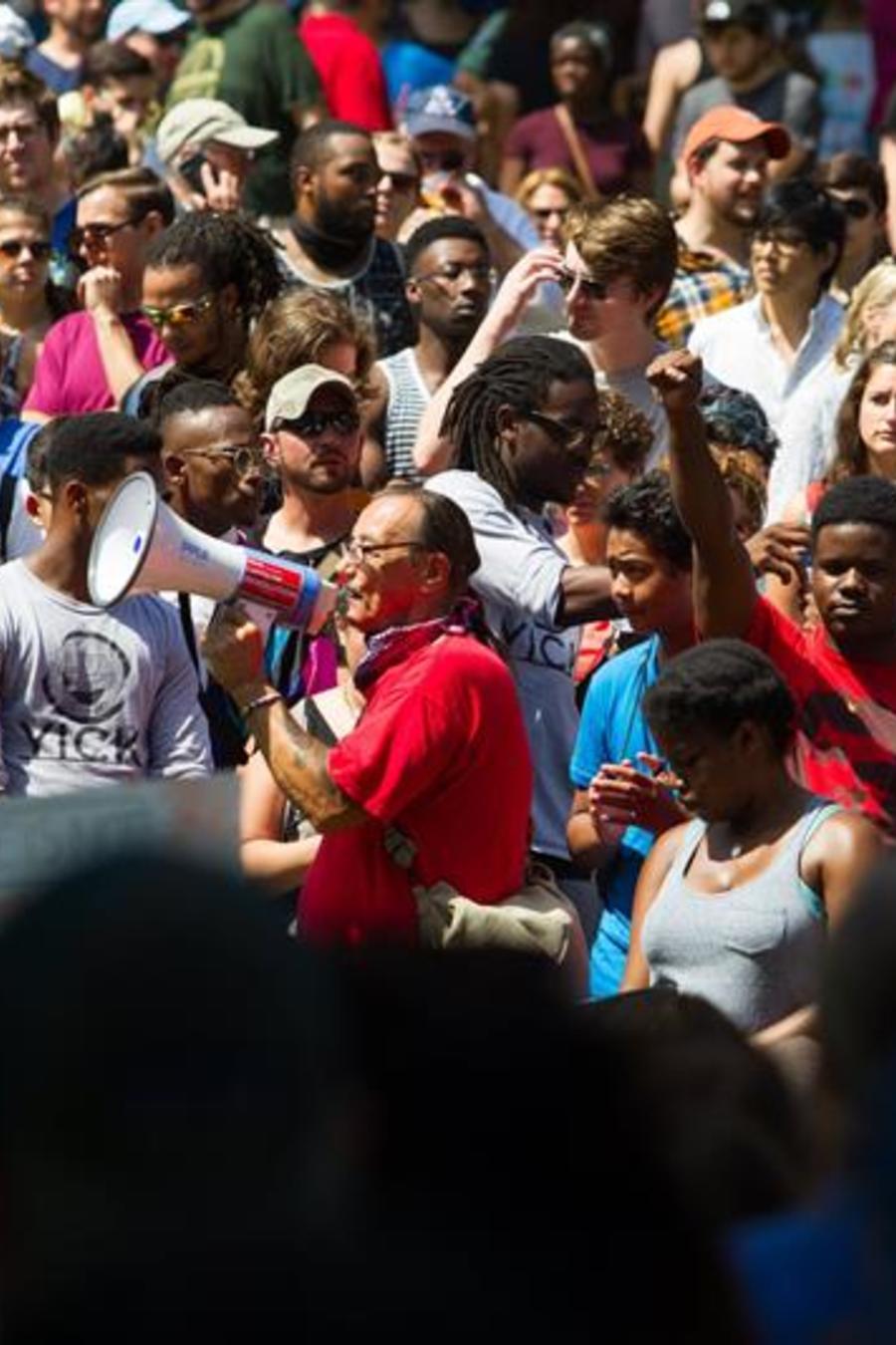 Miles de personas participan en marcha contra el racismo en Boston