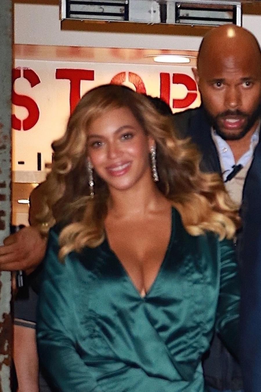 Beyoncé caminando con Jay-Z