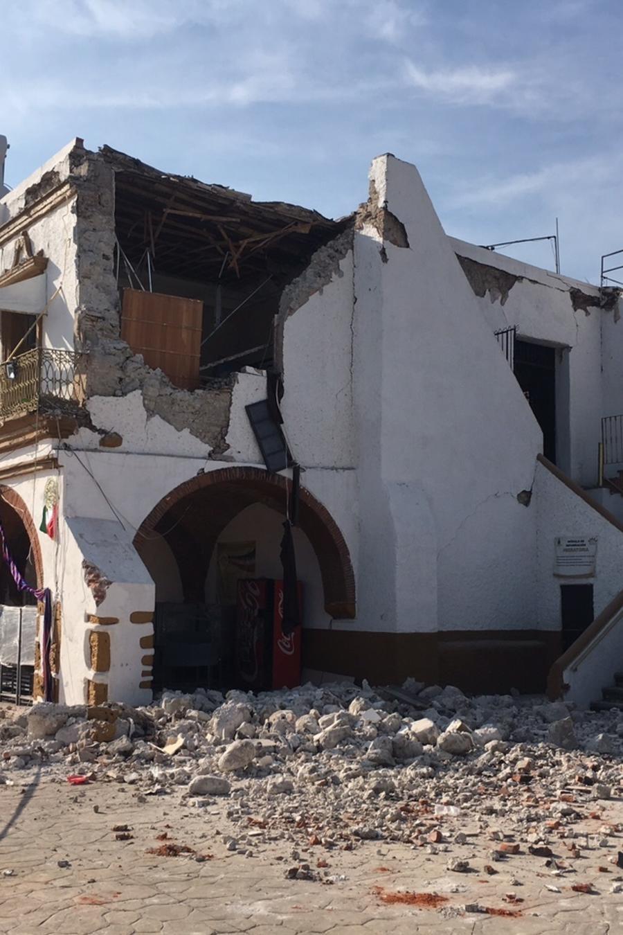 El palacio municipal de Jojutla, dañado por el seísmo en Morelos.