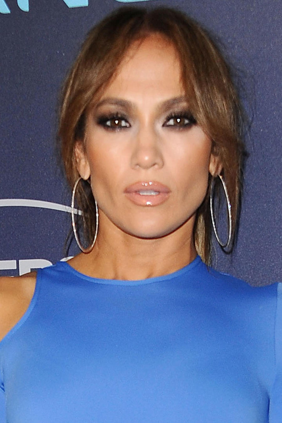 Jennifer Lopez lució un ajustado vestido