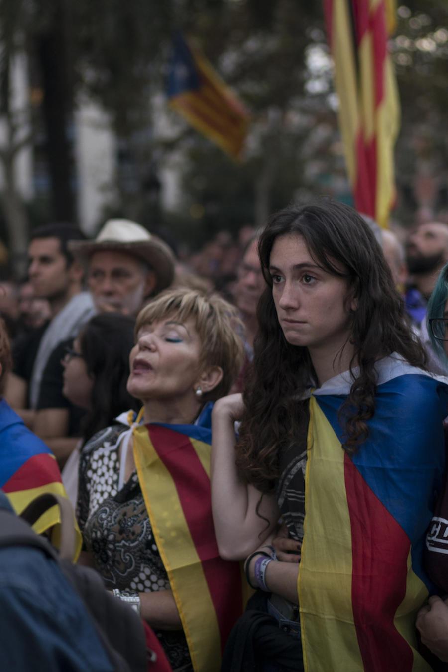 Ciudadanos catalanes durante el discurso del presidente regional el pasado 10 de octubre, en el que anunció la independencia y luego la suspendió.