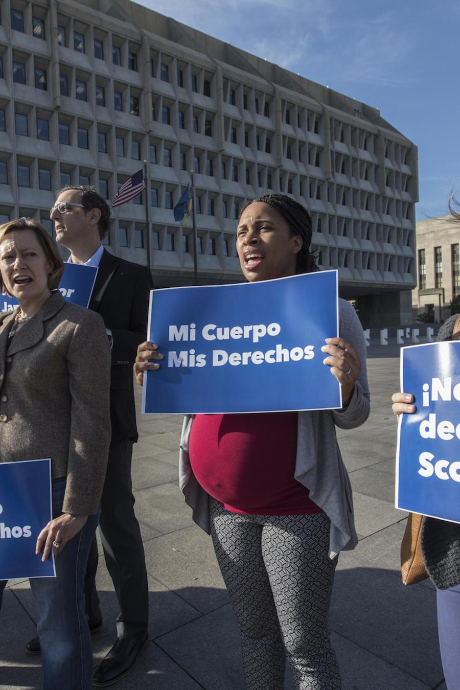 Protesta a favor de facilitar el aborto a la menor, hoy en Washington.
