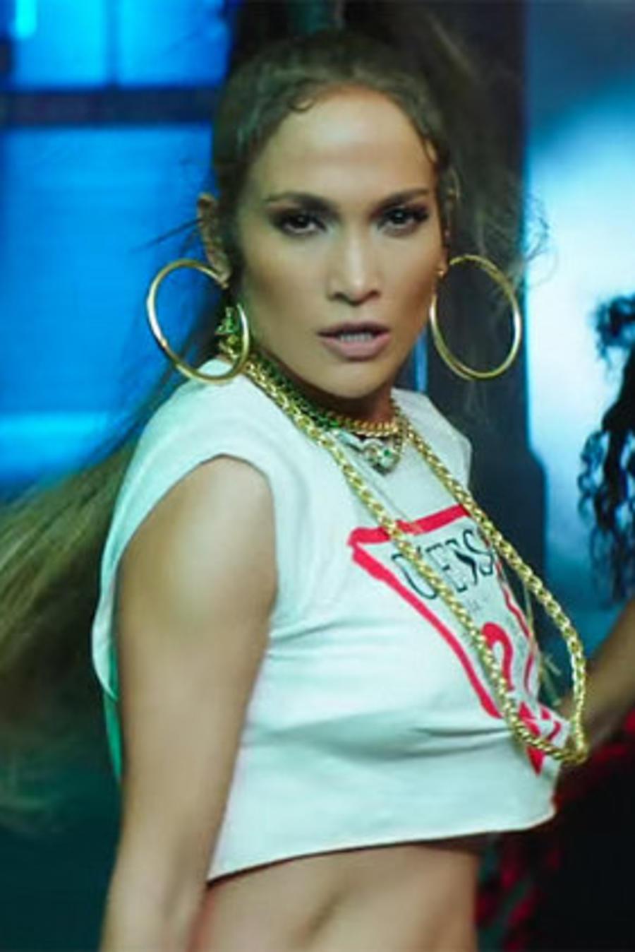 Jennifer Lopez en el video 'Amor, Amor, Amor'