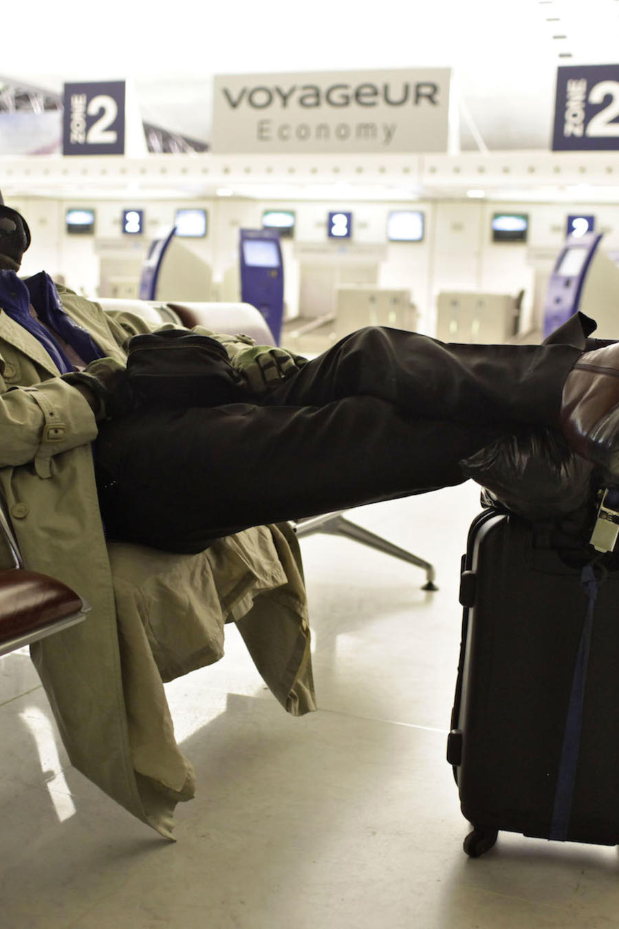 Un pasajero en el aeropuerto Charles de Gaulle de París en 2010.