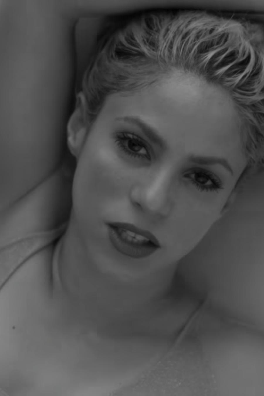 "Shakira en el video ""Trap"""
