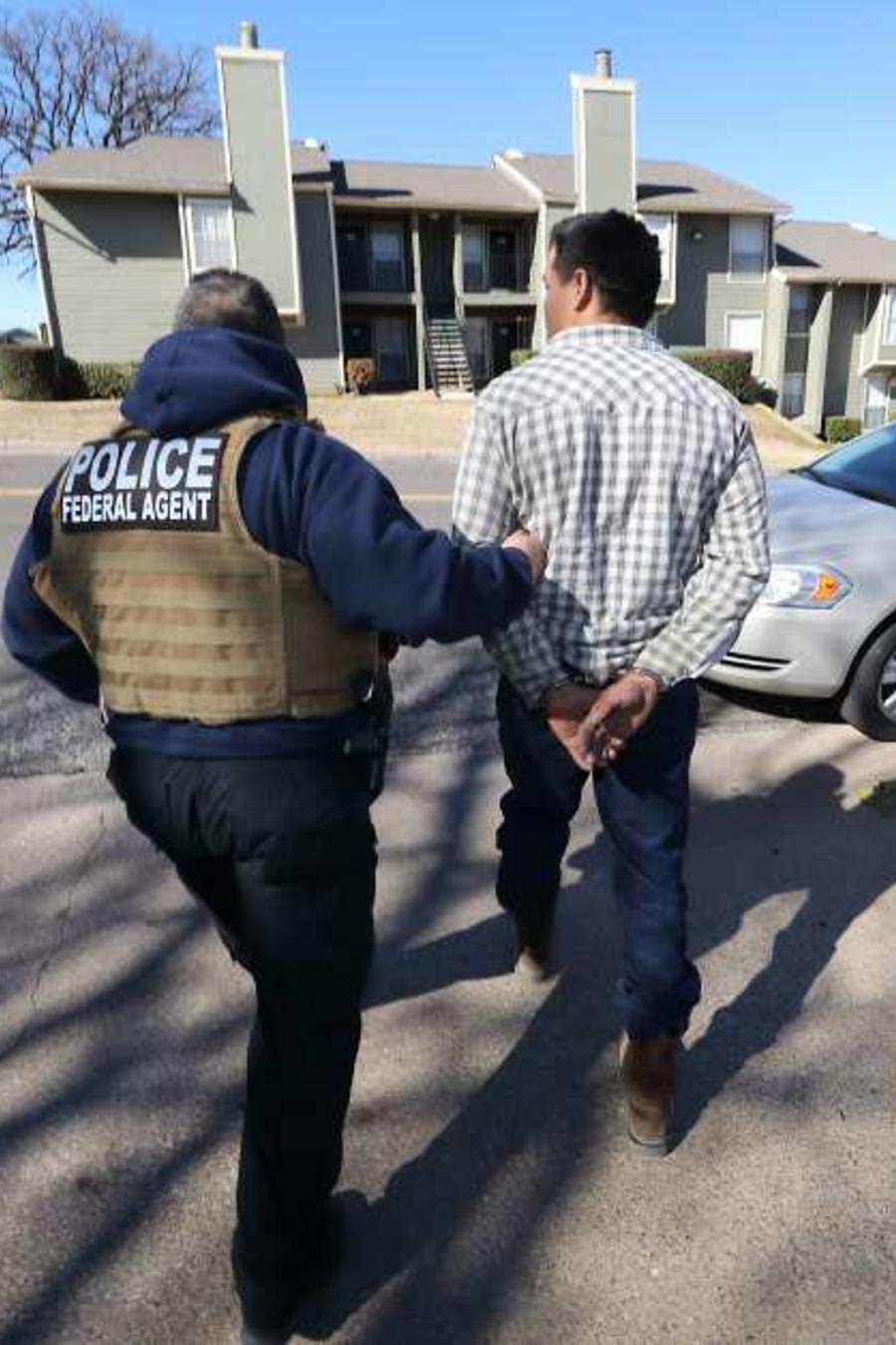 El indocumentado brasileño fue detenido por agentes de ICE