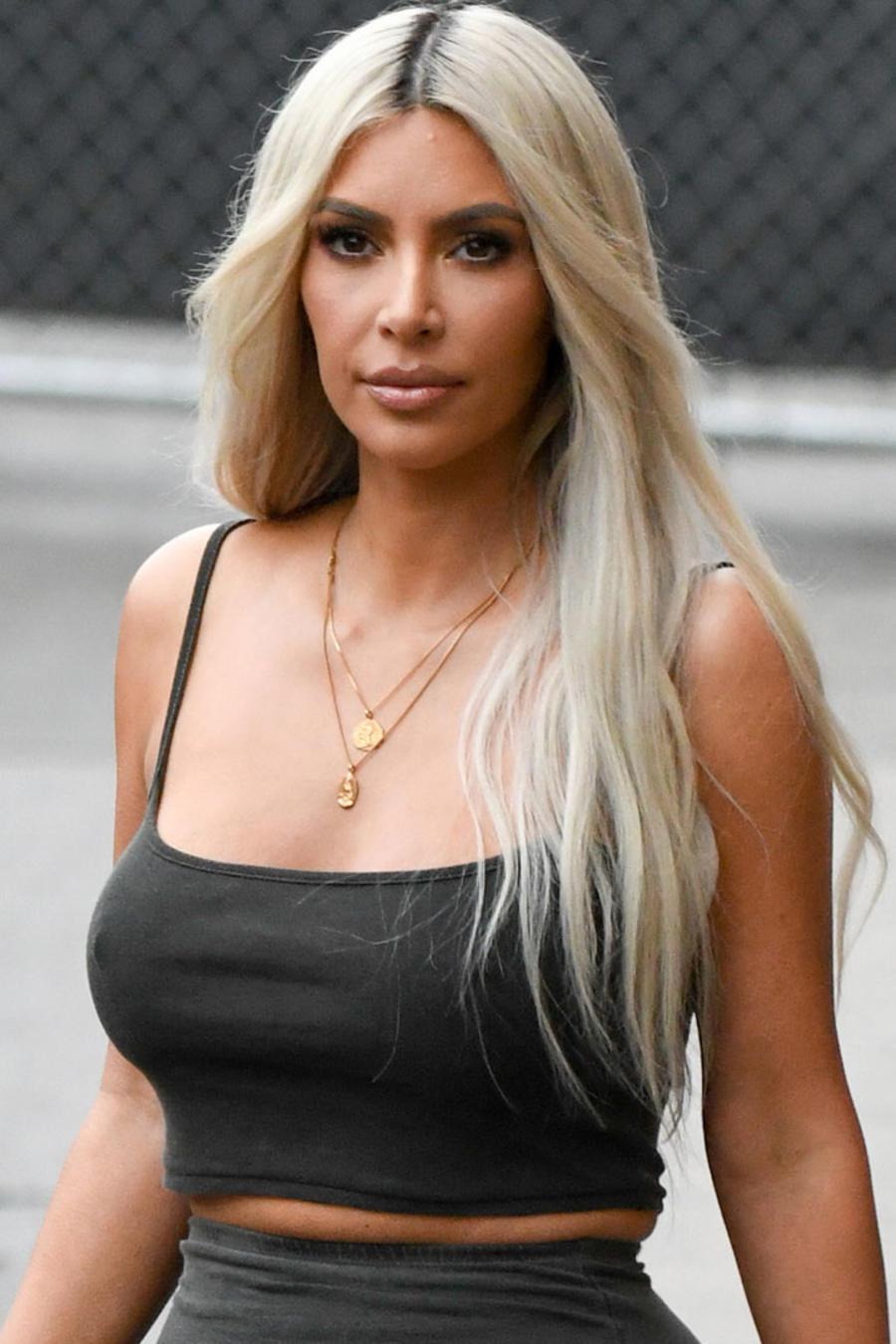 Kim Kardashian es criticada por su cintura