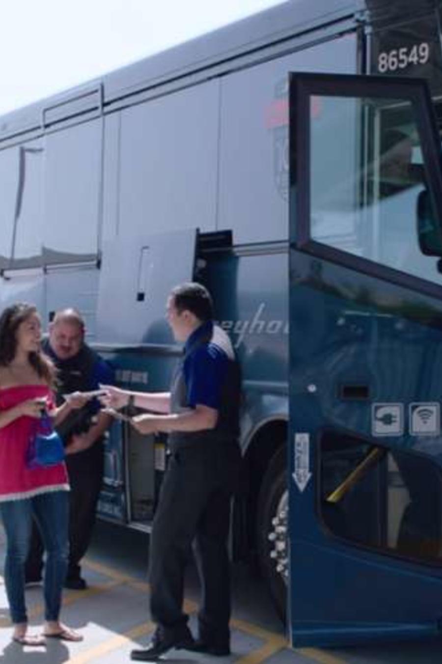 La empresa autobusera Greyhound tiene la política de permitir que CBP aborde sus autobuses, lo que está ocurriendo cada vez más.