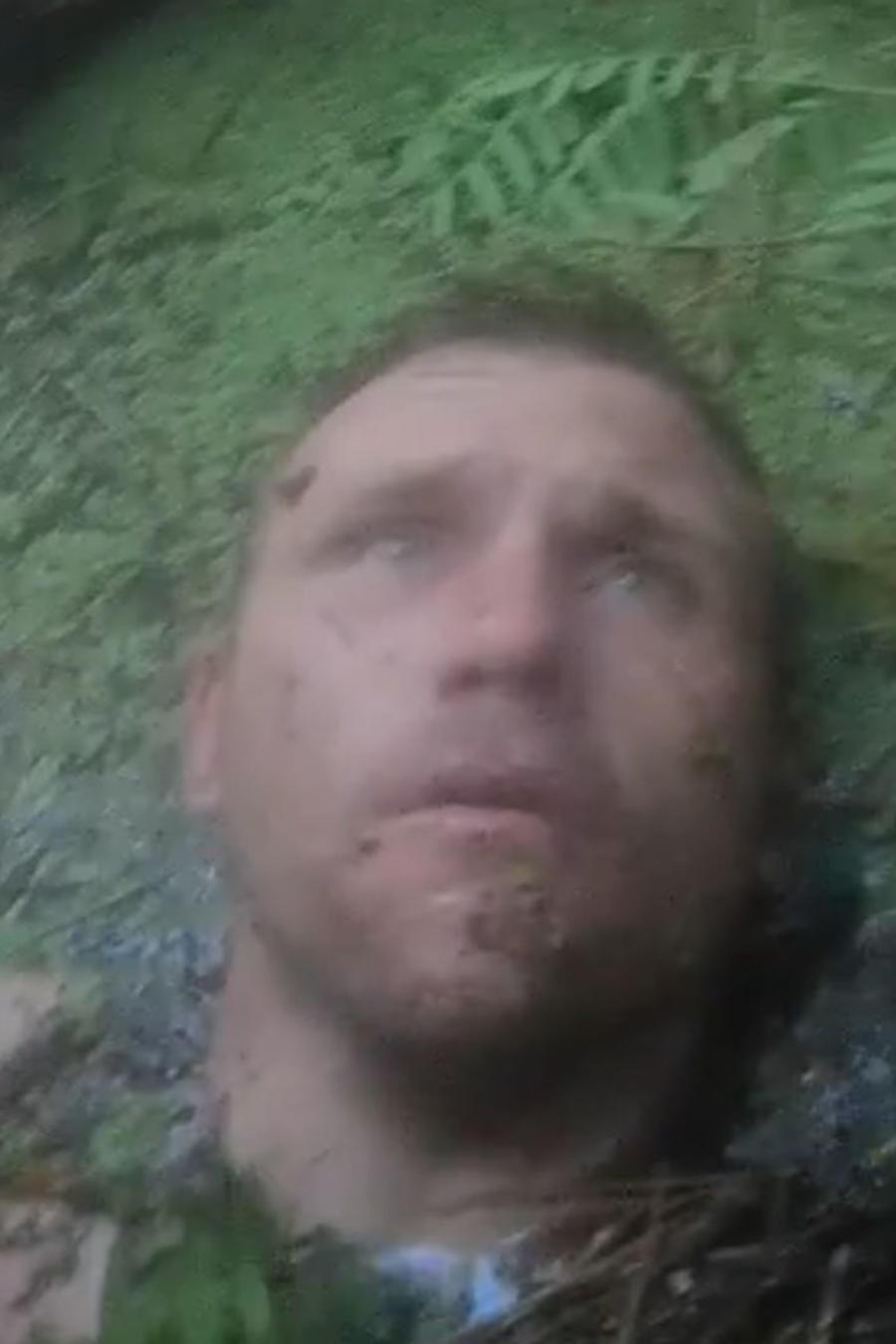 Hombre cae en pantano