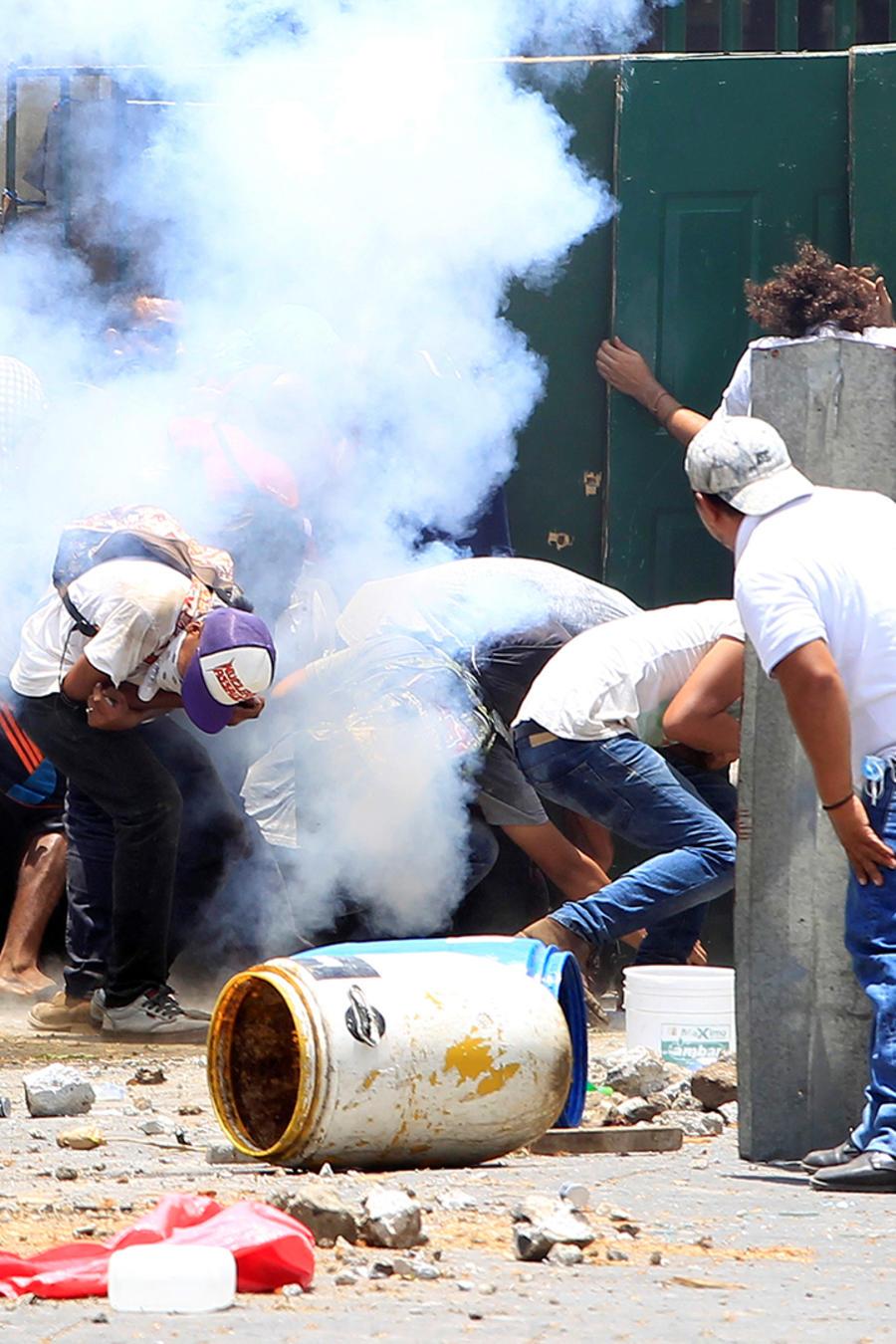 Estudiantes de la Universidad Agraria protestan en Managua el 19 de abril de 2018 contra las reformas a los planes de pension implementados por el Instituto del Seguro Social