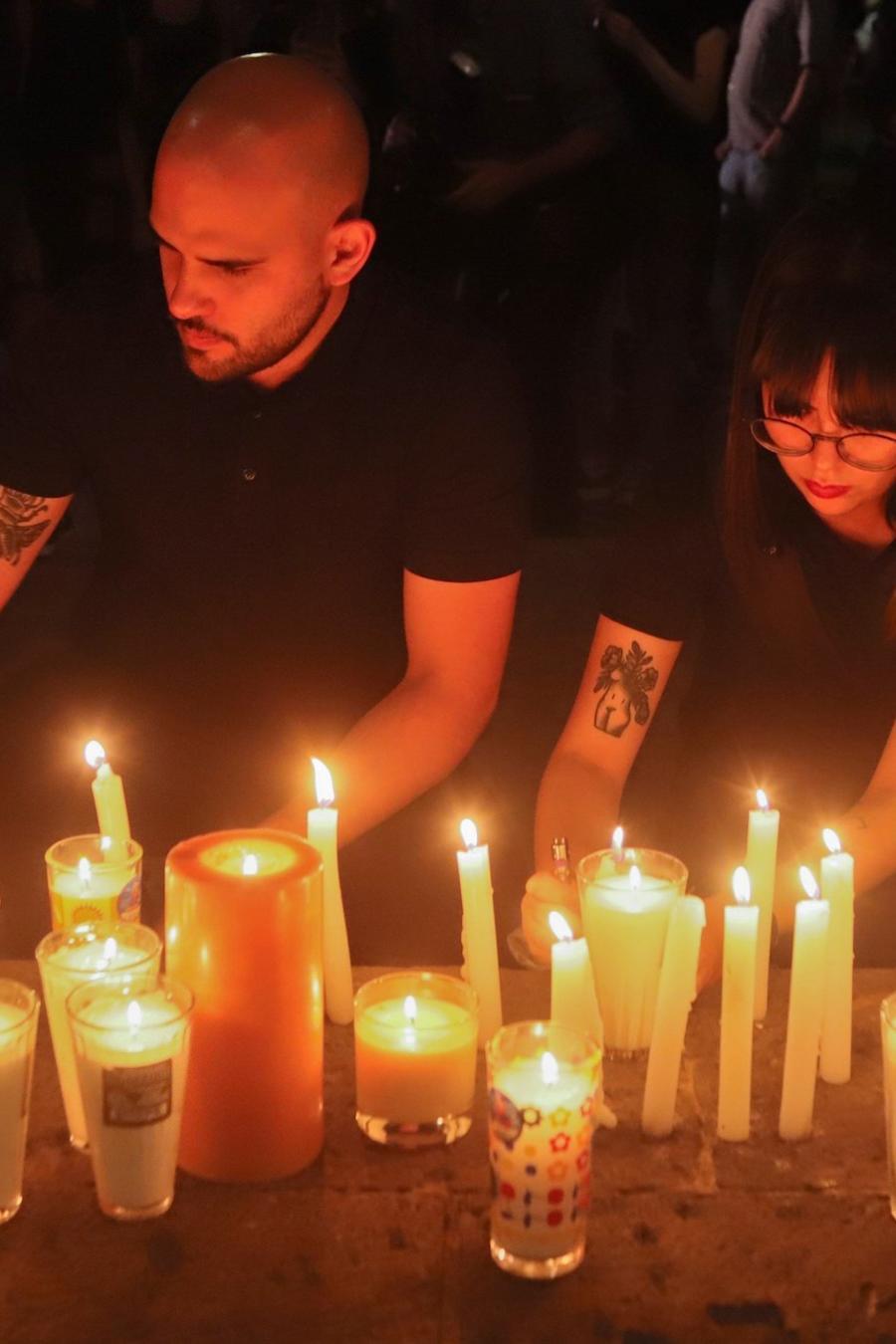 Homenaje a los tres estudiantes asesinados en la madrugada del martes en Jalisco.