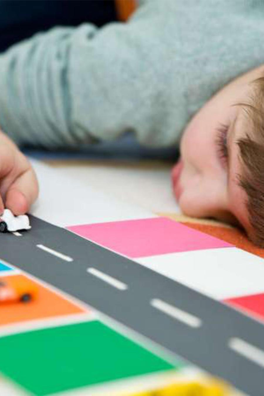 Acusan pareja de enjaular a niño autista