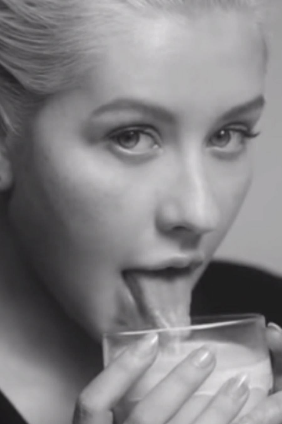 """Christina Aguilera en el video de """"Accelerate"""""""