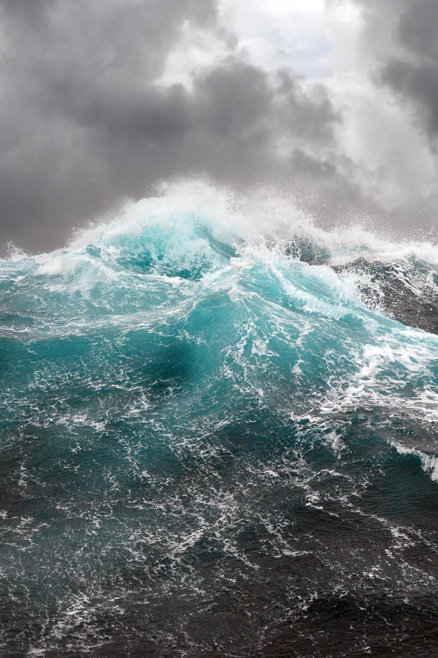 Olas en medio del océano