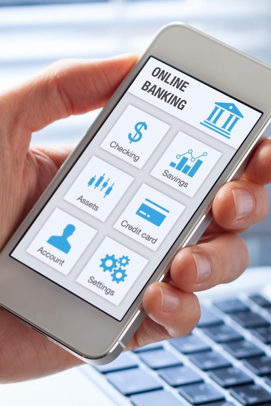 Persona usando banco en línea