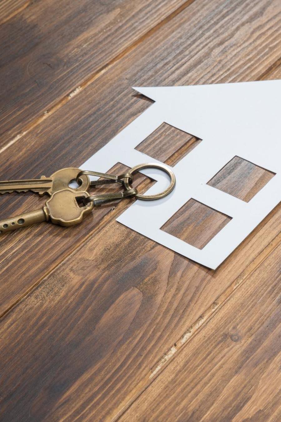 Casa de papel, llaves y calculadora