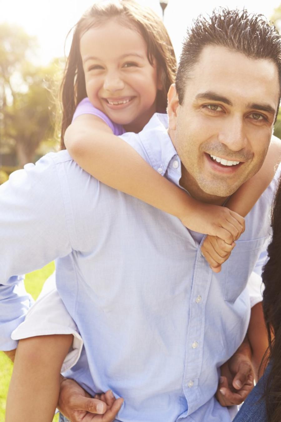 Familia latina feliz