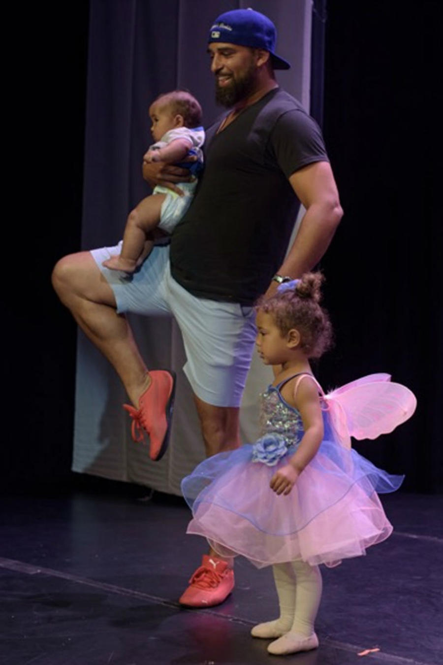 Papá bailando ballet con su hija