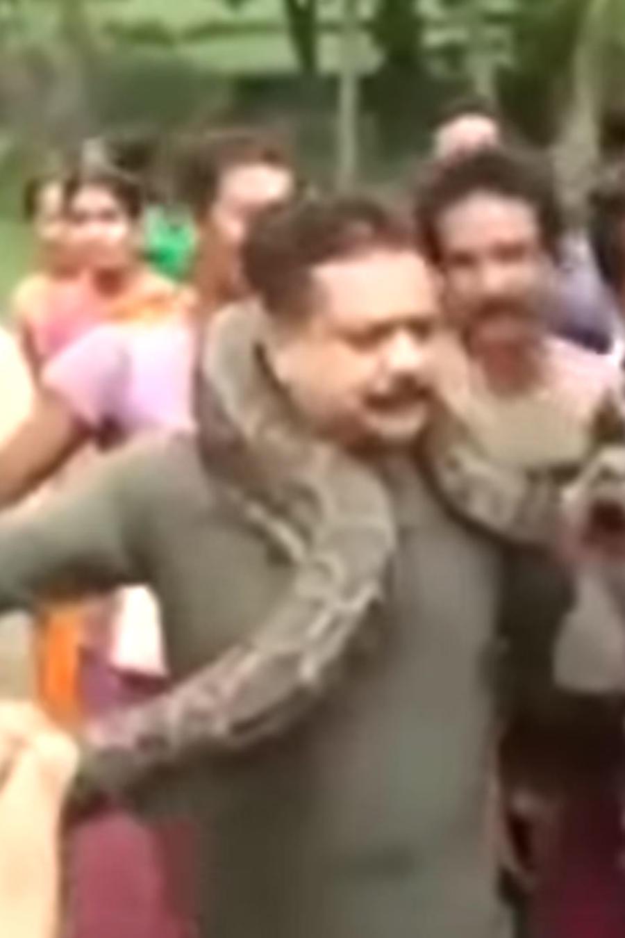 Hombre con serpiente