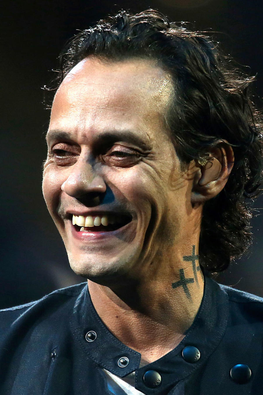 Marc Anthony sonriendo