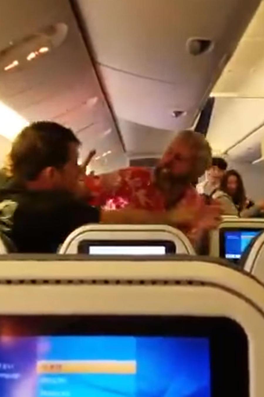Pelea en un vuelo a Japón