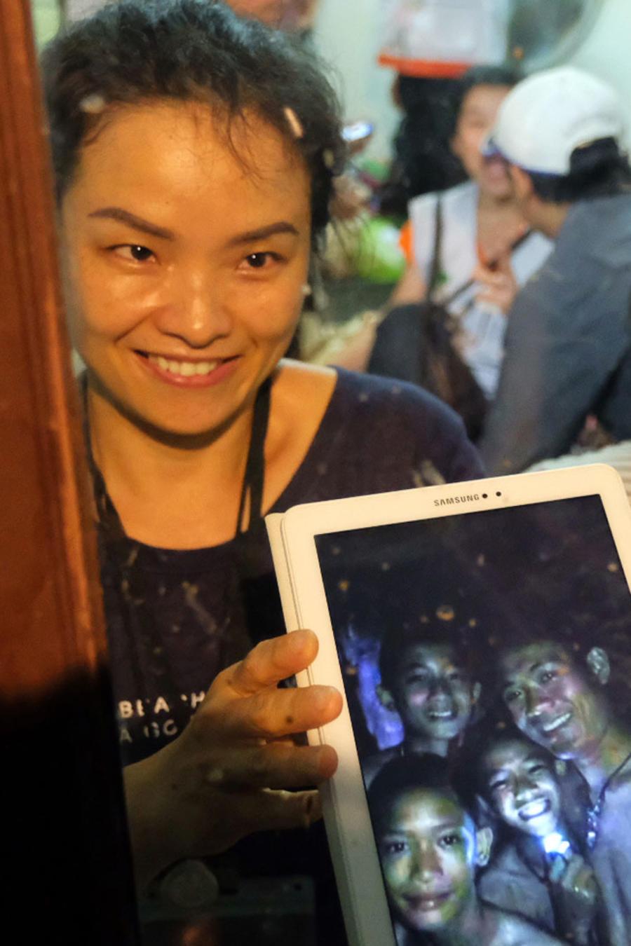 Familiar de los niños tailandeses atrapados
