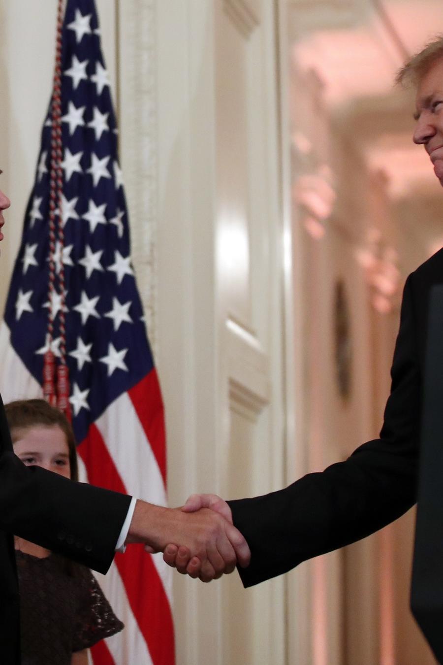 El juez Brett Kavanaugh y el presidente Donald Trump hoy en la Casa Blanca.