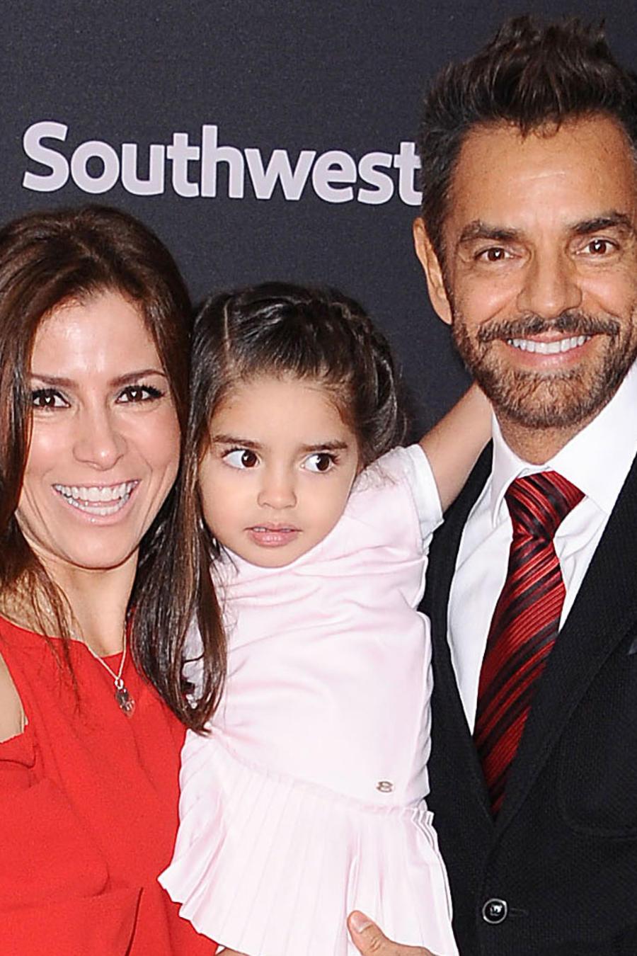 Eugenio Derbez con su familia