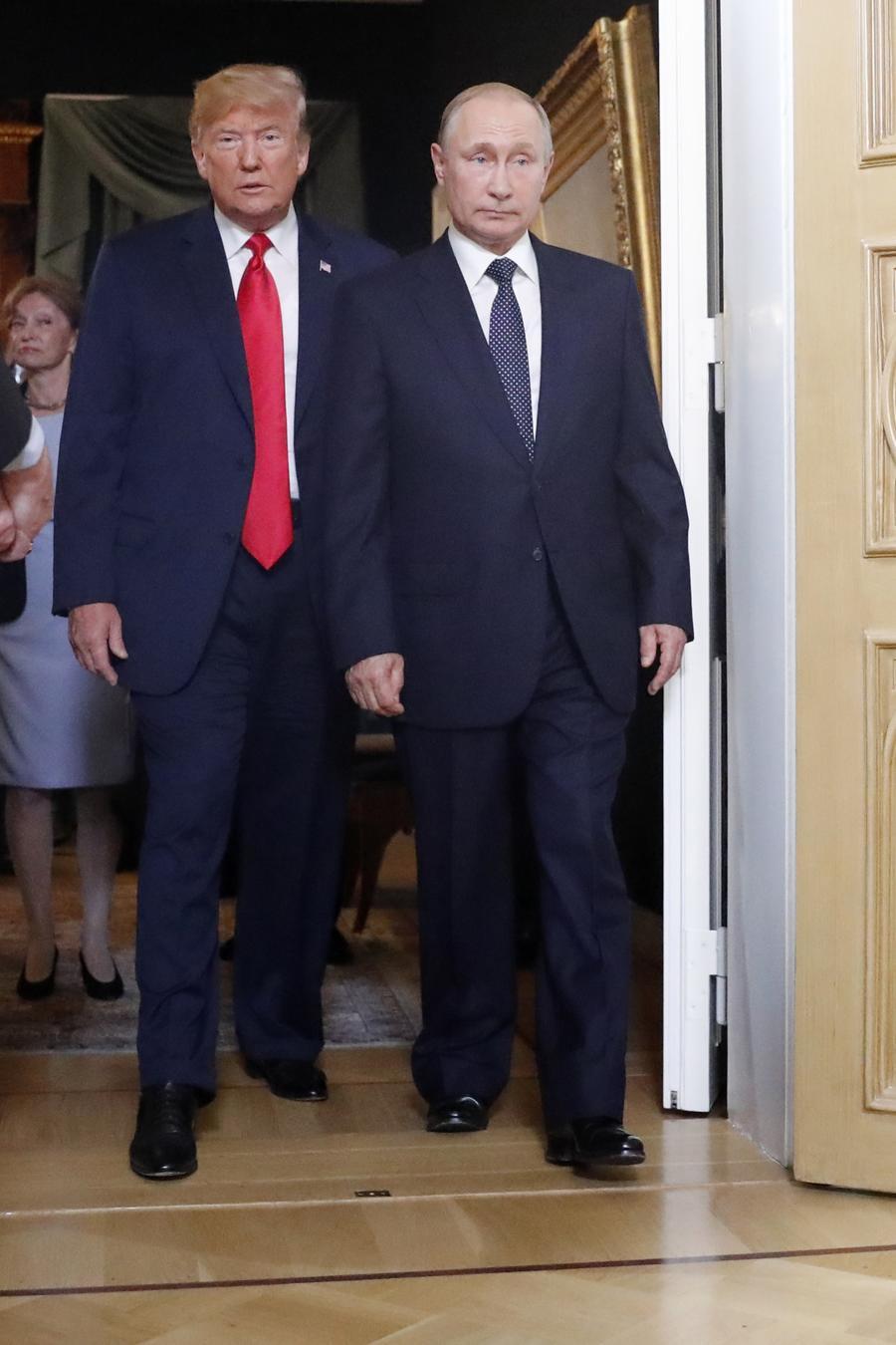 El presidente Trump junto a su homólogo ruso Vladimír Putin llegando a su reunión en Helsinki (Finlandia) el 16 de julio de 2018.