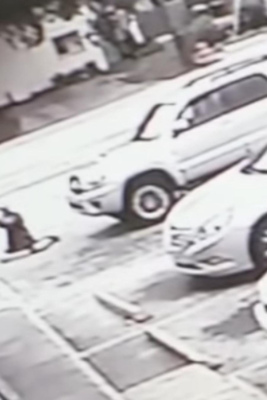 McGlockton recibe un disparo de Drejka, según la grabación de una cámara de seguridad difundida por la policía.