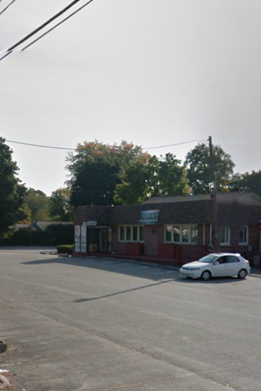 Restaurante donde sucedió el tiroteo, e imagen de James Saylor.