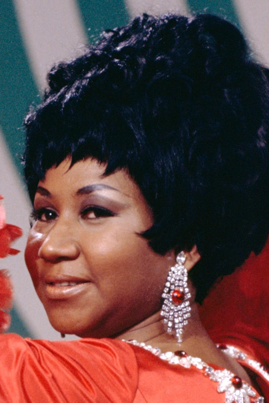 Aretha-Franklin-red