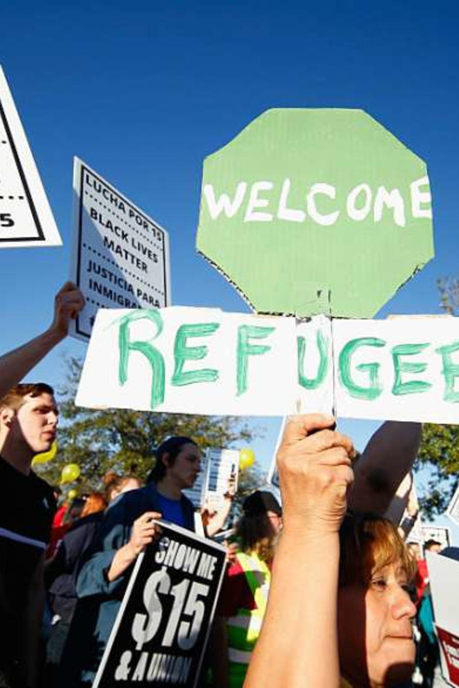 Buscan asilo de forma legal, y afrontan rechazo o terminan en centros de detención.