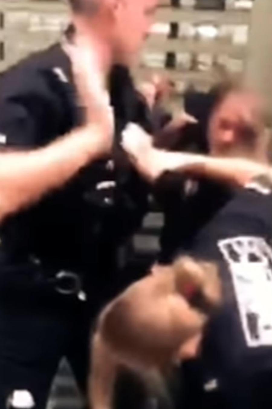 Policía violento