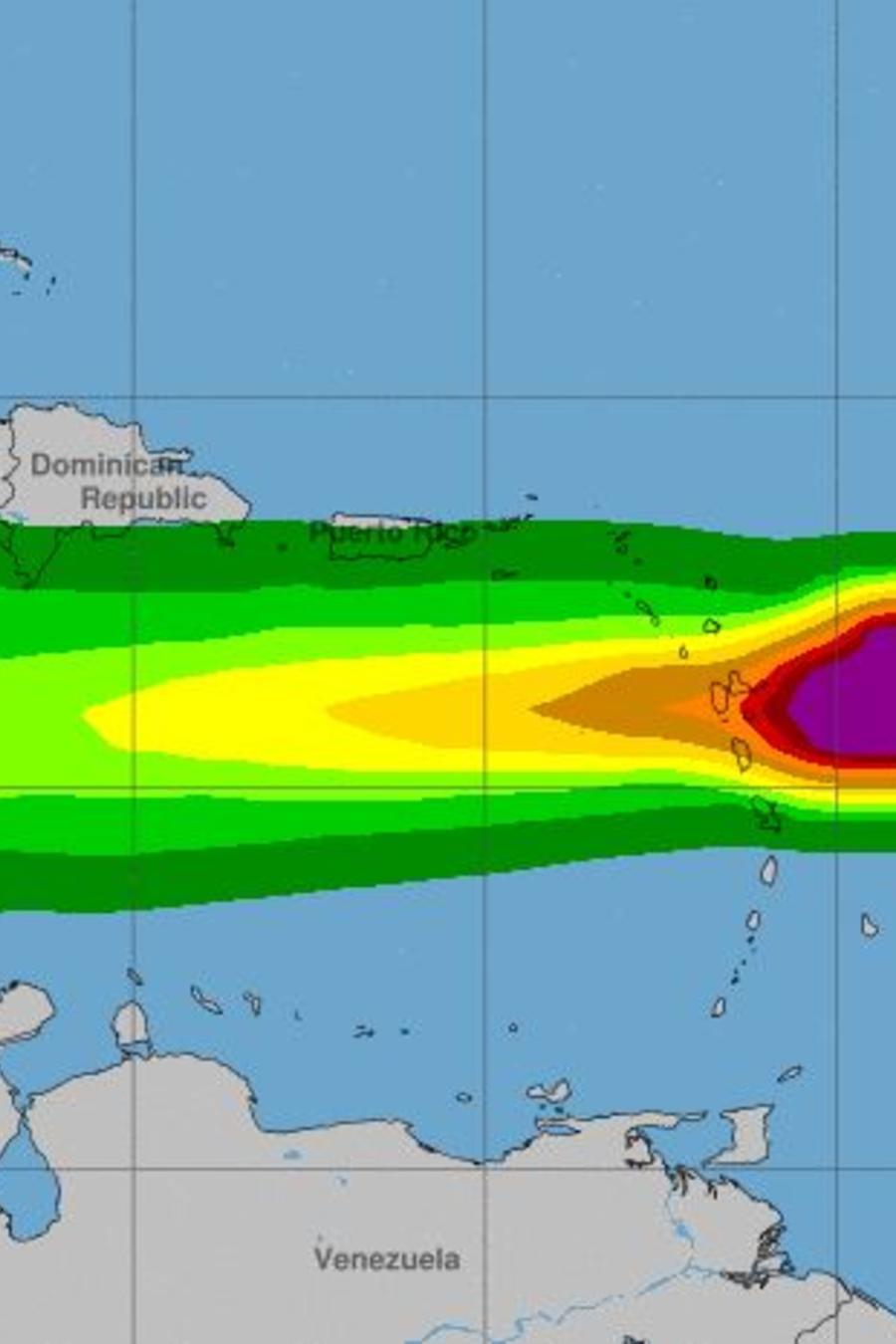 La tormenta tropical Isaac se mueve a 20 mph en su trayectoria por el mar Caribe.