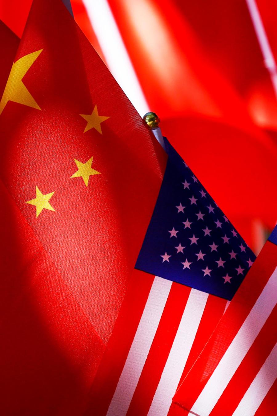 Banderas de China y EEUU en una imagen de archivo