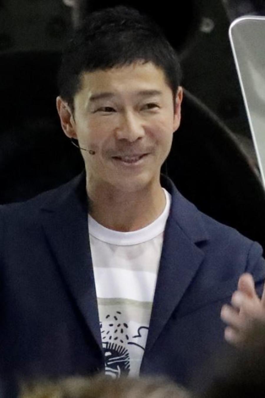 Yusaku Maezawa este lunes en la sede de SpaceX en Hawthorne, California.