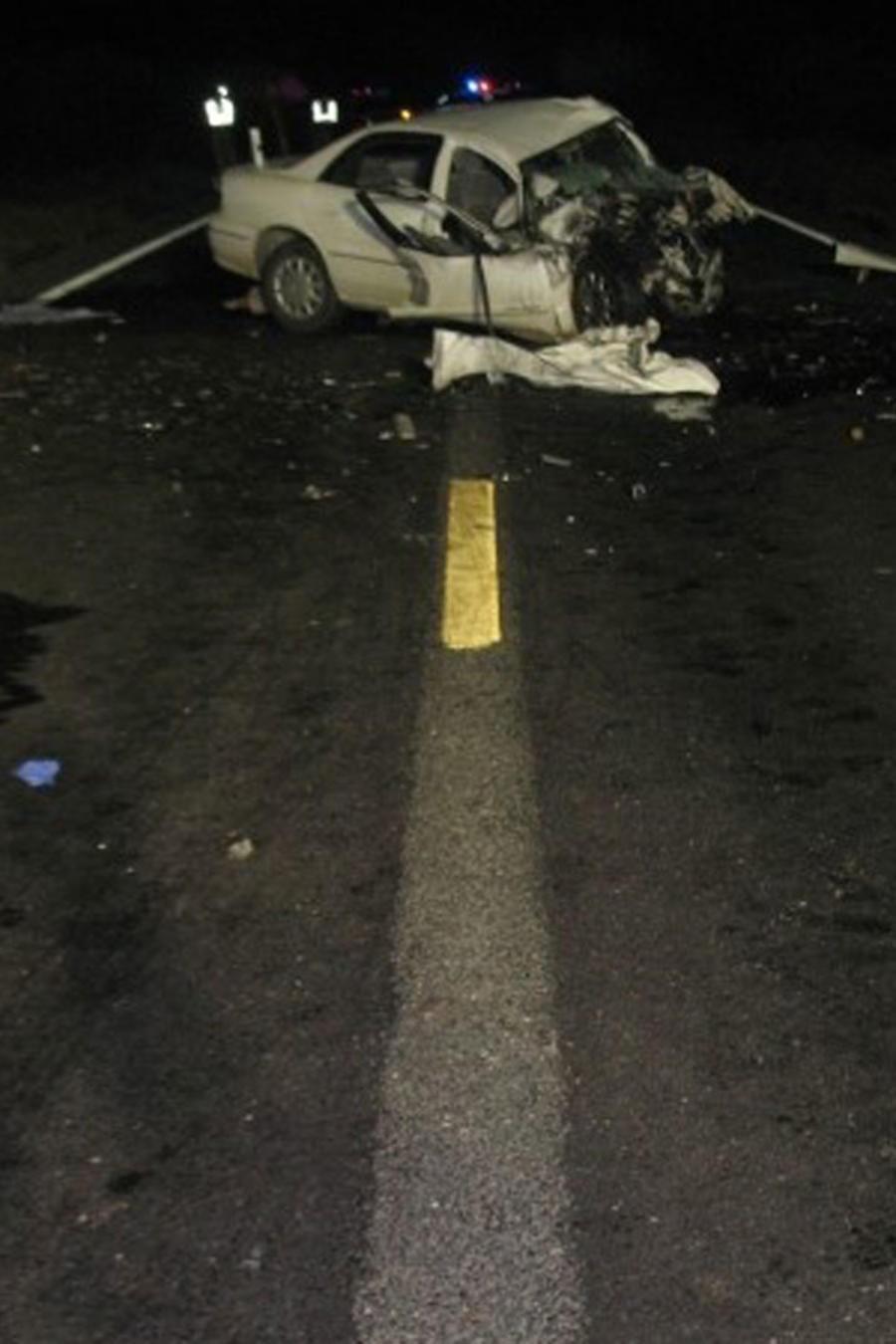 Carro destrozado tras accidente en Arizona que se cobró la vida de 8 personas