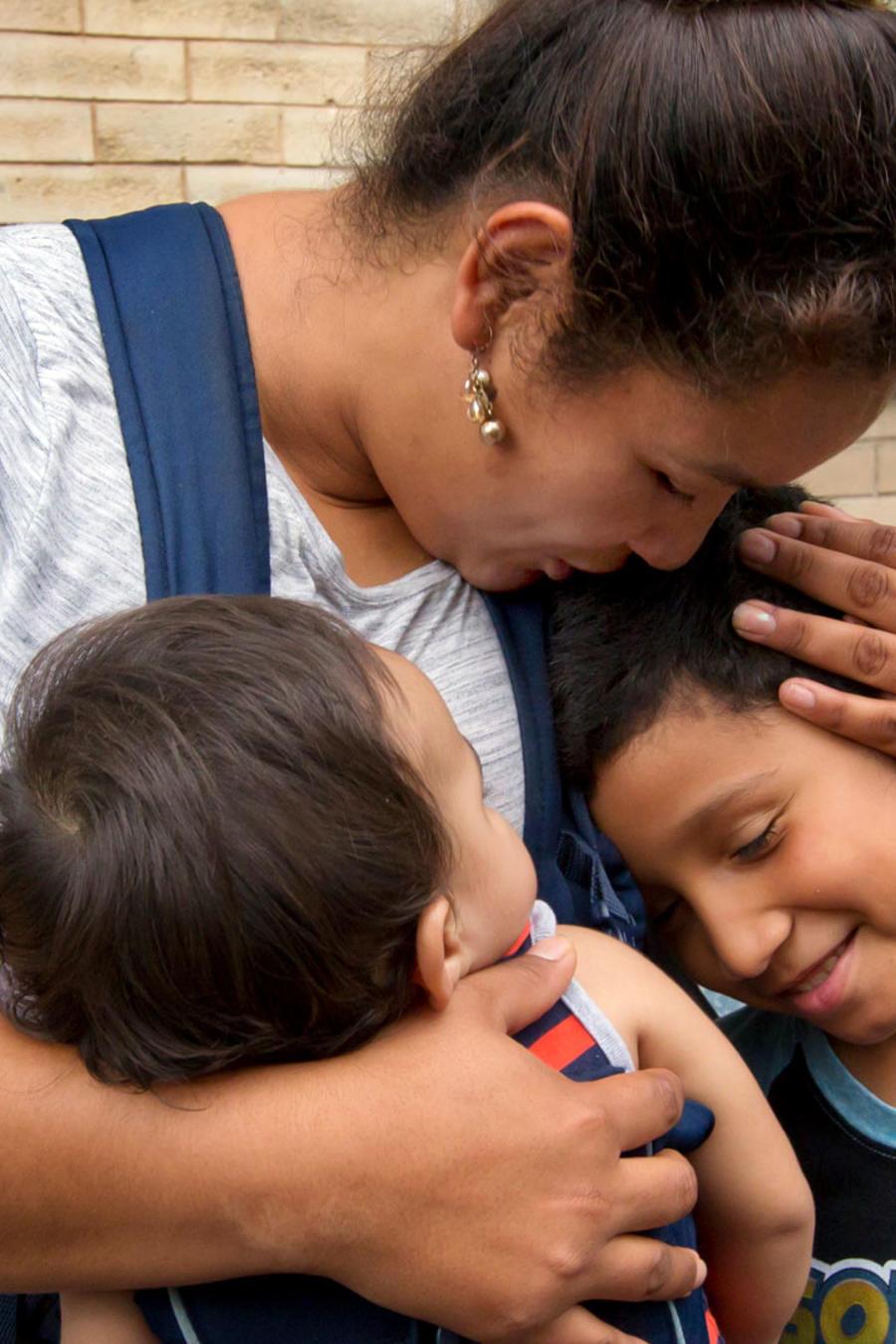 Nahun Eduardo Puerto Pineda con sus hijos en una foto del 3 de agosto de este año