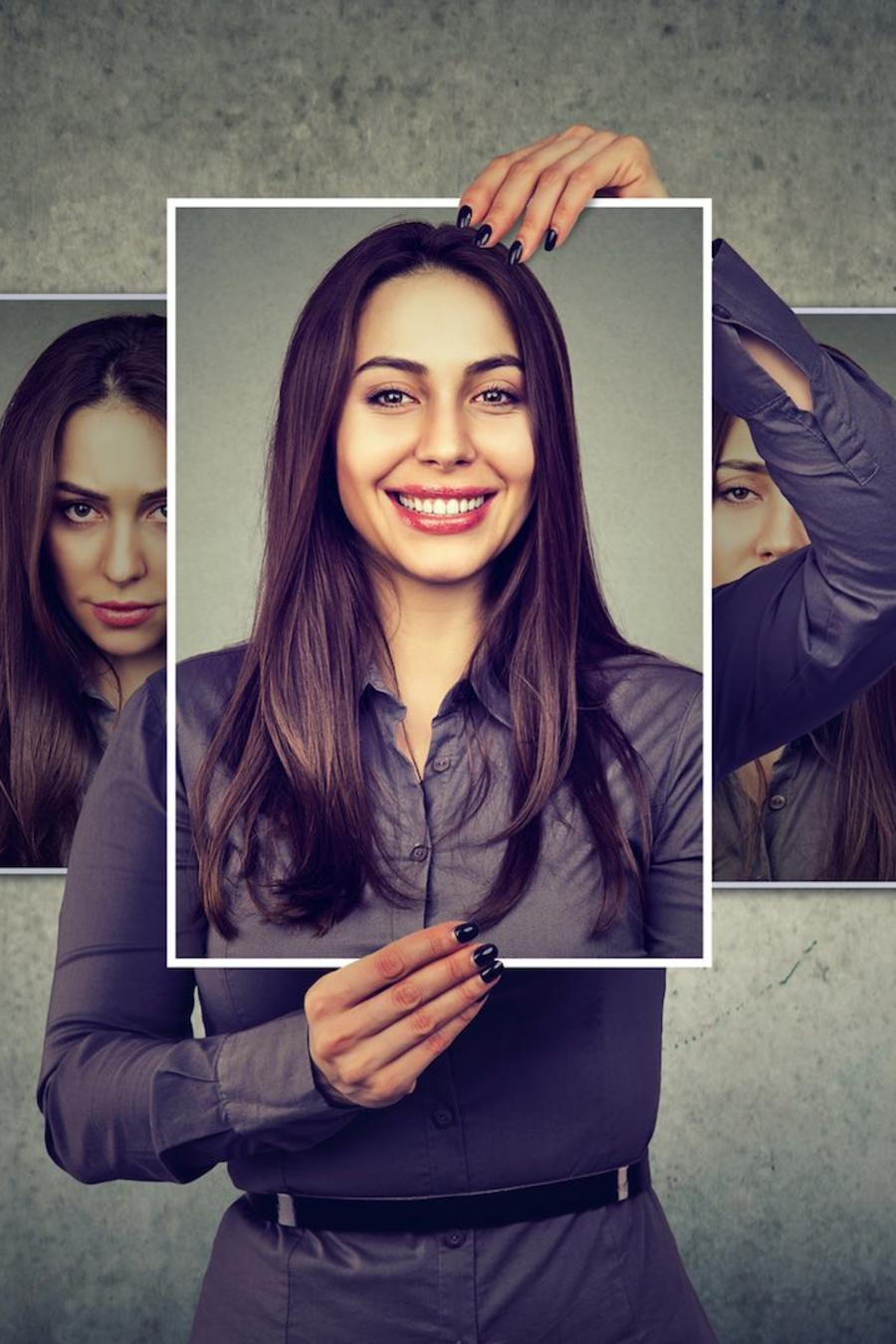 Mujer mostrando diferentes emociones