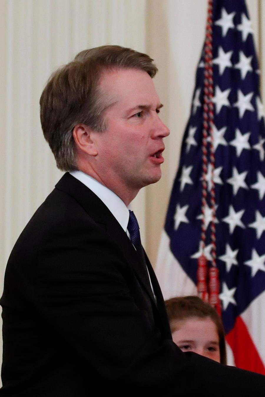 Trump le da la mano a su nominado a la Corte Suprema, Brett Kavanaugh, en la Casa Blanca el 9 de julio de 2018