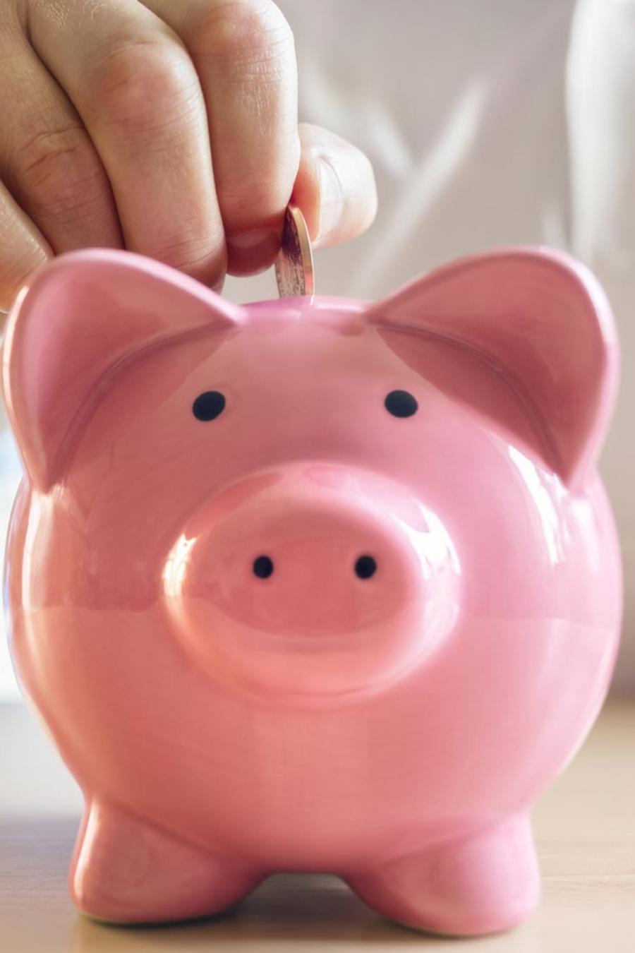 Persona ahorrando