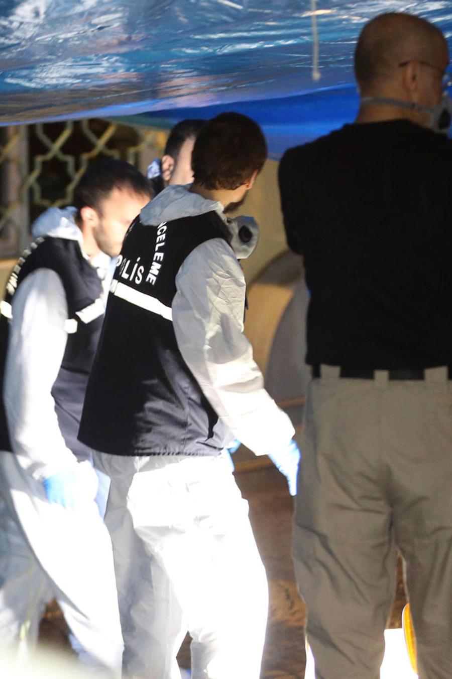 Equipos forenses turcos examinan el consulado saudita en Estambul/AP