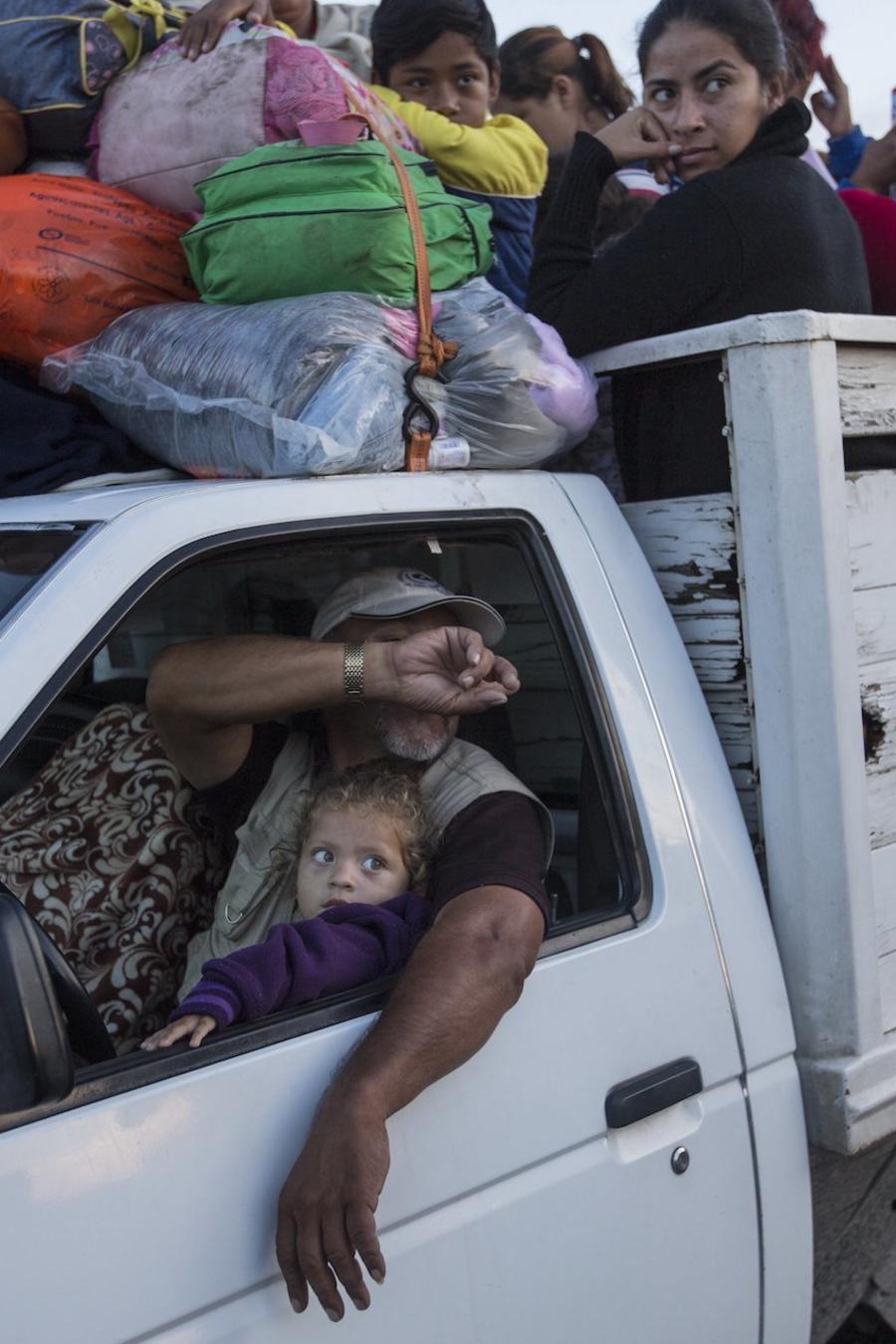 Inmigrantes dejan Cordoba (Veracruz) en dirección a la Ciudad de México este lunes.