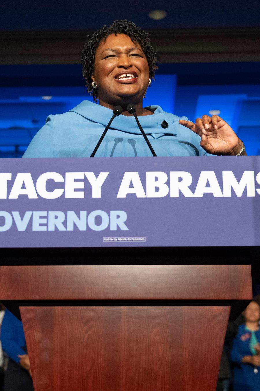 Stacey Abrams, candidata a la gobernación de Alabama, con sus seguidores el 6 de noviembre de 2018